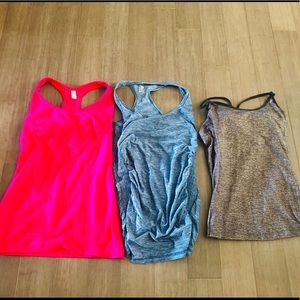 Tops - Women's size small workout tank lot